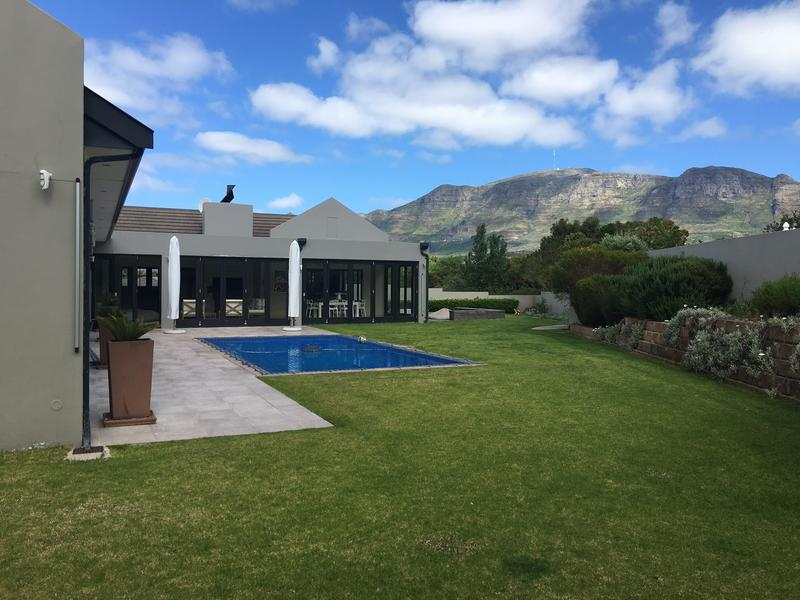 Property For Rent in Constantia, Cape Town 2