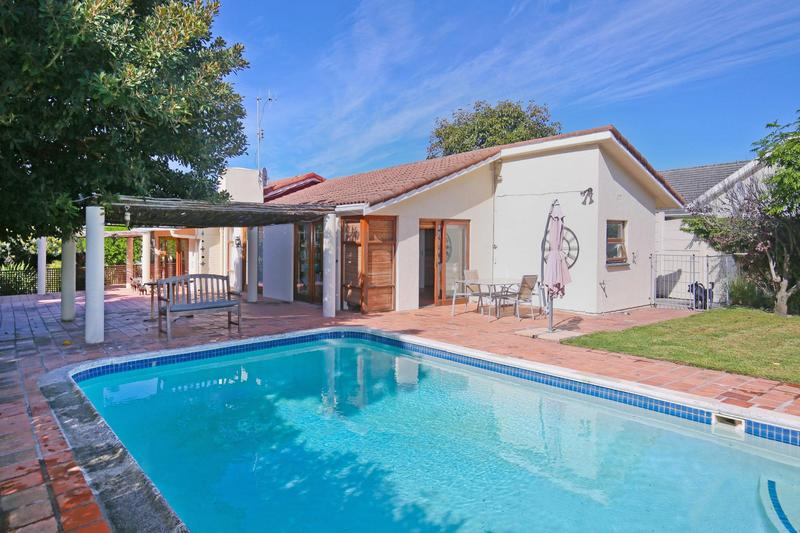 Property For Sale in Constantia, Cape Town 1