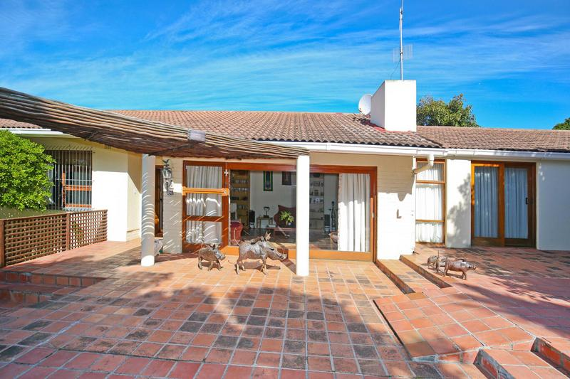 Property For Sale in Constantia, Cape Town 18