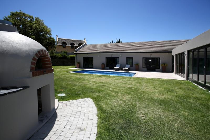Property For Rent in Constantia, Cape Town 1