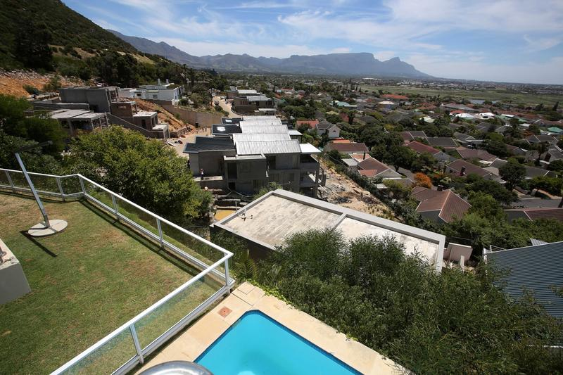 Property For Sale in Lakeside, Cape Town 19