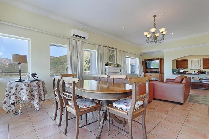 Property For Sale in Zwaanswyk, Cape Town 5