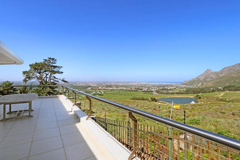 Property For Sale in Zwaanswyk, Cape Town 10