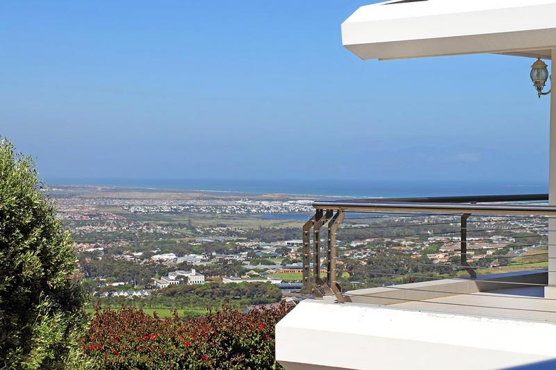 Property For Sale in Zwaanswyk, Cape Town 11