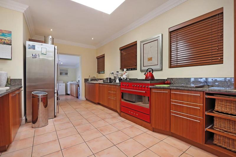 Property For Sale in Zwaanswyk, Cape Town 2